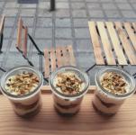 Tiramisu au spéculoos, framboises et pistaches