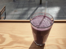 kale-blueberry milkshake